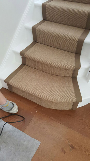 BROWN-STAIR-RUNNER-WITH-BROWN-BORDER-07