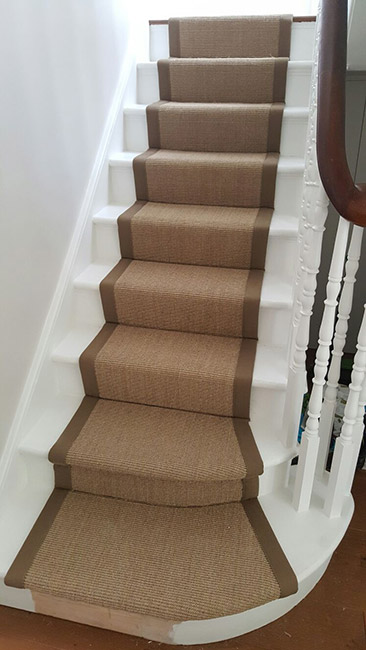 BROWN-STAIR-RUNNER-WITH-BROWN-BORDER-08