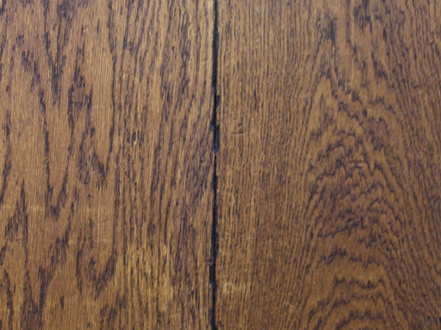 Rover's Flooring – Various Floors – Distressed Oak DD01EE