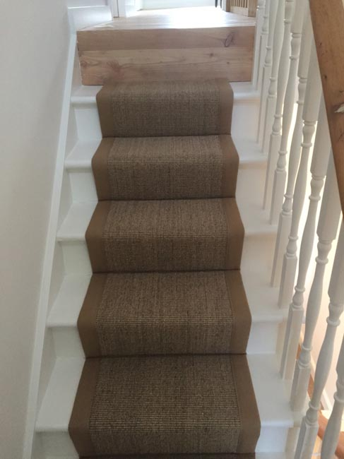 portfolio-carpets-brown-carpet-border-stairs-01