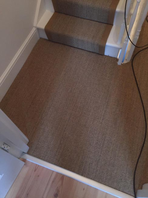 portfolio-carpets-brown-carpet-border-stairs-03