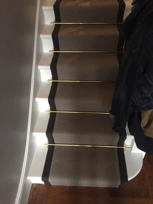 portfolio carpets grey stairs black border golden stairrods 01