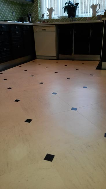 portfolio-smooth-floors-amtico-black-and-white-tile-hallway-03