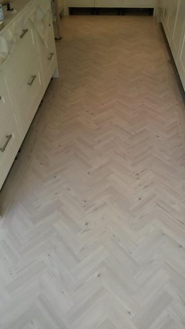 portfolio-smooth-floors-amtico-herringbone-design-install-mick-01