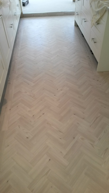 portfolio-smooth-floors-amtico-herringbone-design-install-mick-02
