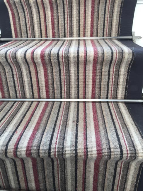 portfolio-carpets-striped-stair-with-thick-black-border-06