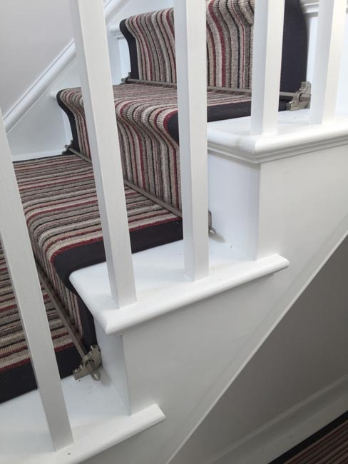 portfolio-carpets-striped-stair-with-thick-black-border-16