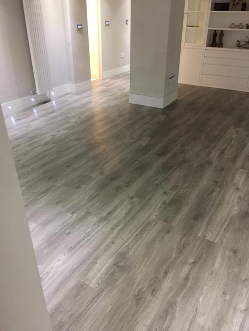 portfolio-smooth-floors-rooms-amtico-grey-wood-installation-01