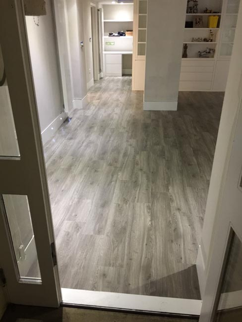 portfolio-smooth-floors-rooms-amtico-grey-wood-installation-02