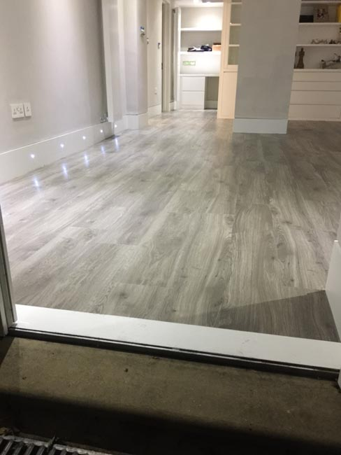 portfolio-smooth-floors-rooms-amtico-grey-wood-installation-03