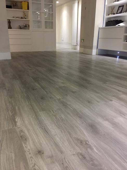 portfolio-smooth-floors-rooms-amtico-grey-wood-installation-04
