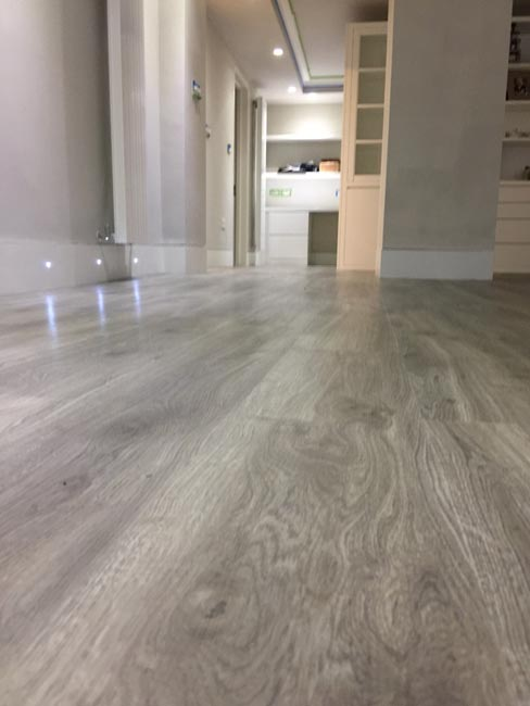 portfolio-smooth-floors-rooms-amtico-grey-wood-installation-05