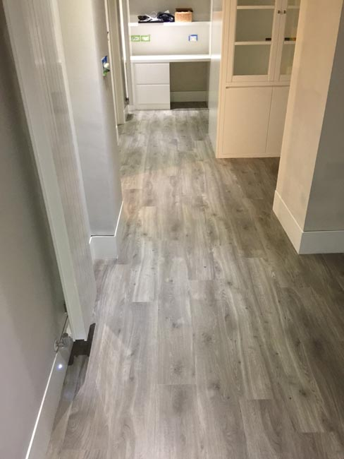 portfolio-smooth-floors-rooms-amtico-grey-wood-installation-07