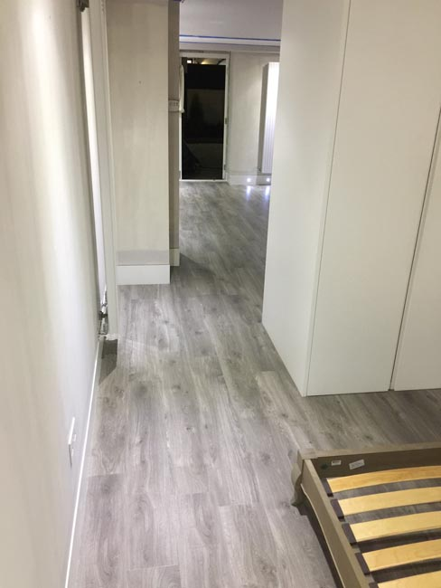 portfolio-smooth-floors-rooms-amtico-grey-wood-installation-09