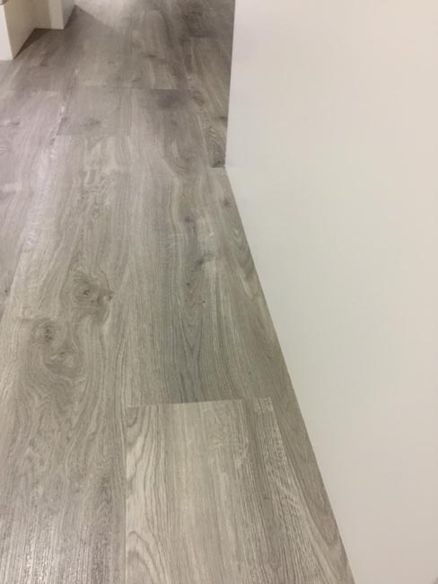 portfolio-smooth-floors-rooms-amtico-grey-wood-installation-10