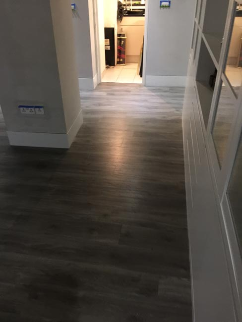 portfolio-smooth-floors-rooms-amtico-grey-wood-installation-12