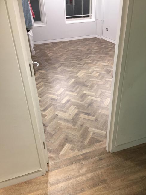 portfolio-smooth-floors-rooms-amtico-herringbone-design-02