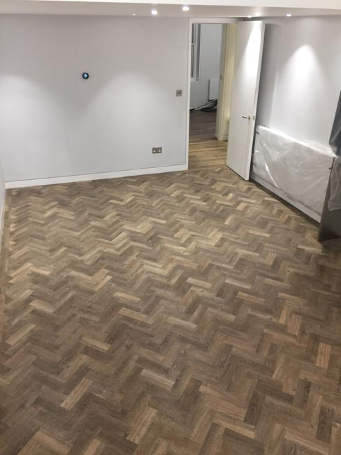 portfolio-smooth-floors-rooms-amtico-herringbone-design-04