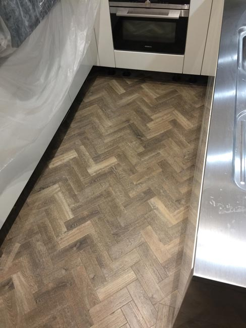 portfolio-smooth-floors-rooms-amtico-herringbone-design-06