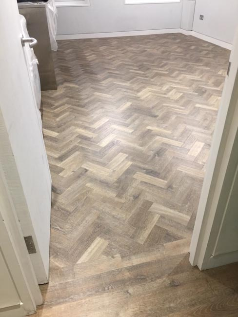 portfolio-smooth-floors-rooms-amtico-herringbone-design-10