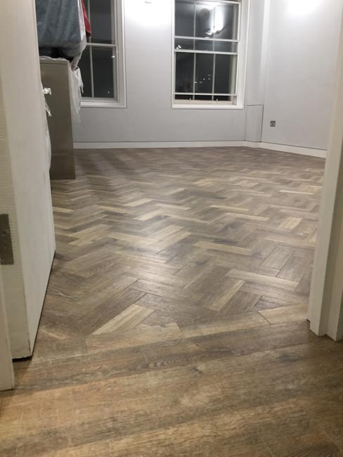 portfolio-smooth-floors-rooms-amtico-herringbone-design-11