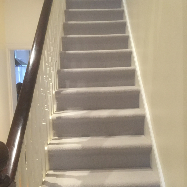 portfolio-carpets-white-close-covered-carpet-stairs-03