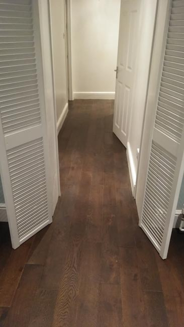 portfolio-hardwood-flooring-hallway-in-dark-brown-staiend-oak-04