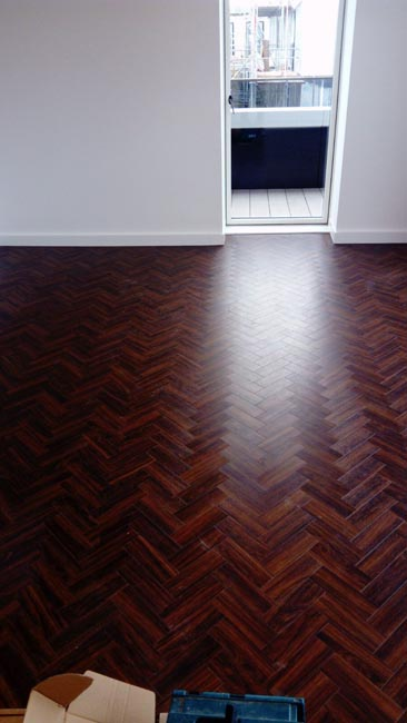 portfolio-smooth-floors-amtico-herringbone-installation-03