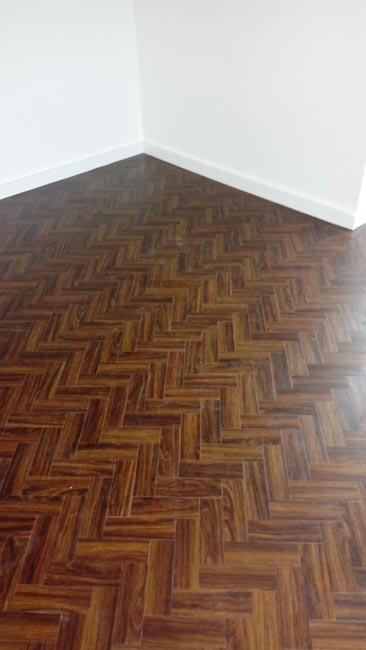 portfolio-smooth-floors-amtico-herringbone-installation-04