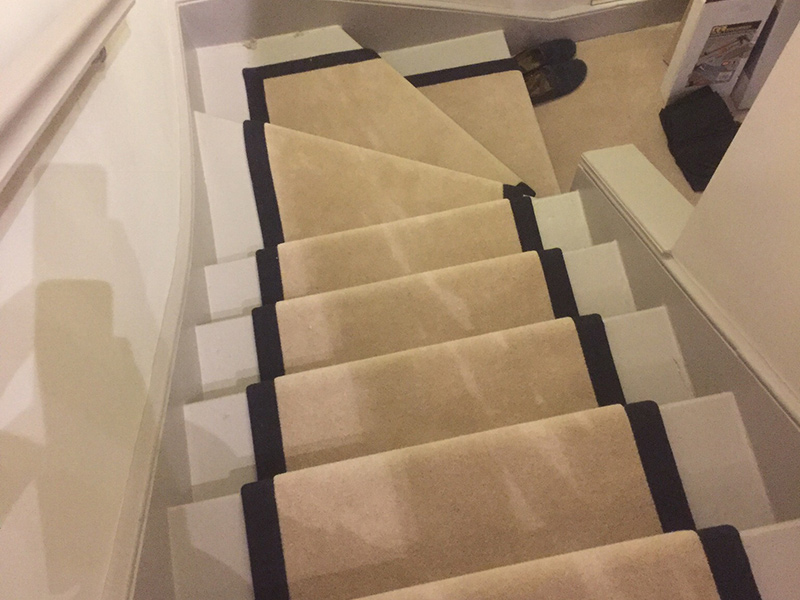 portfolio-carpets-beige-stair-runner-black-border