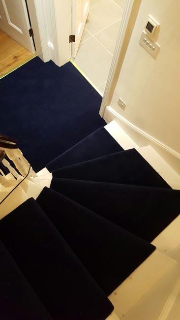 portfolio-carpets-dark-blue-carpet-stairs-and-landings-03