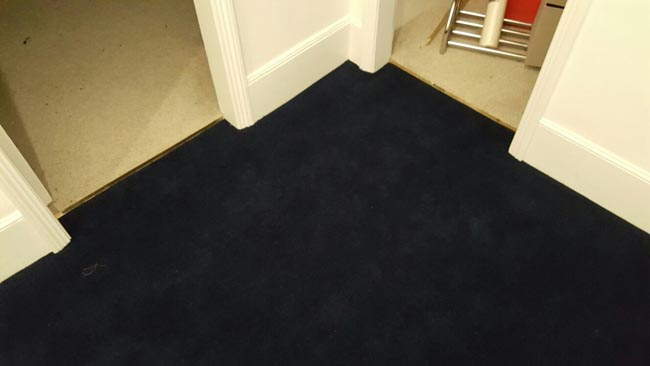 portfolio-carpets-dark-blue-carpet-stairs-and-landings-04