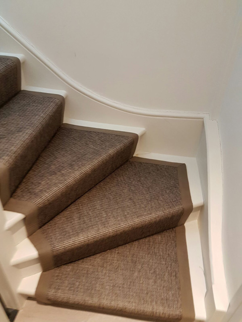 portfolio-carpets-grey-stair-runner-with-light-brown-border-01