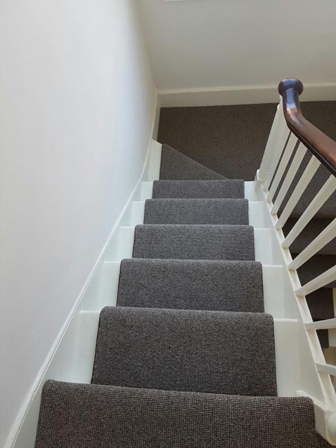 portfolio-carpets-grey-stair-runner-with-whipping-02