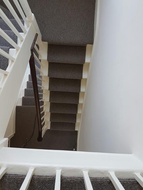 portfolio-carpets-grey-stair-runner-with-whipping-03