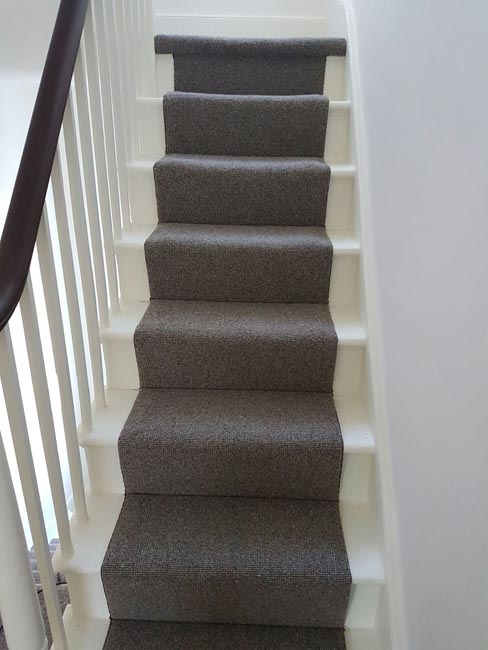 portfolio-carpets-grey-stair-runner-with-whipping-04