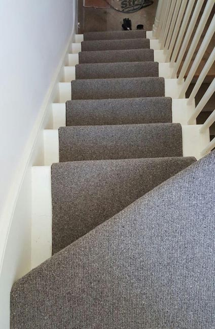 portfolio-carpets-grey-stair-runner-with-whipping-09