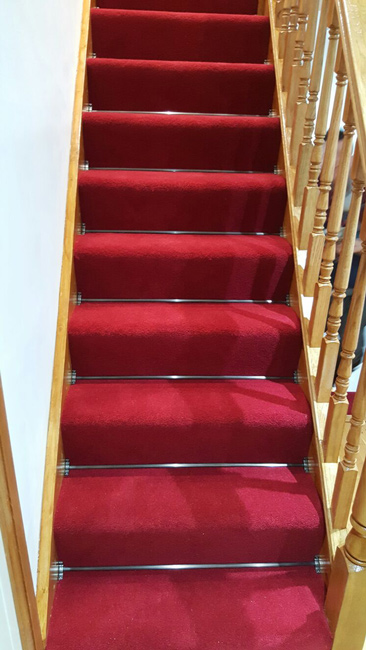 portfolio-carpets-lucious-red-carpet-with-stair-rods-02