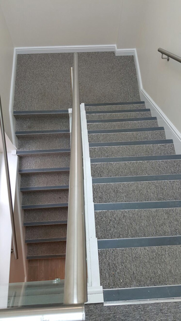 portfolio-commercial-office-stairs-carpeted-with-black-nosings-02