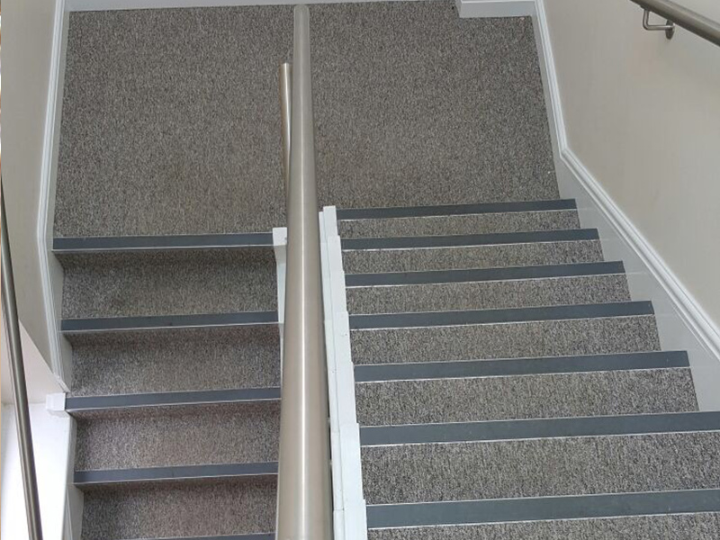 portfolio-commercial-office-stairs-carpeted-with-black-nosings