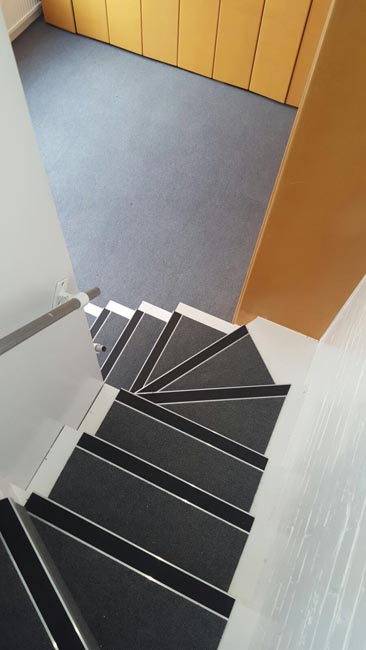 portfolio-commercial-carpet-tile-as-a-runner-on-stairs-03