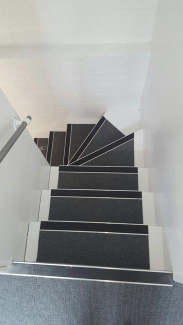 portfolio-commercial-carpet-tile-as-a-runner-on-stairs-06