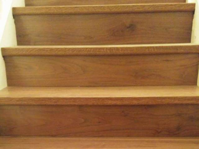 Stairs in Wood Walnut