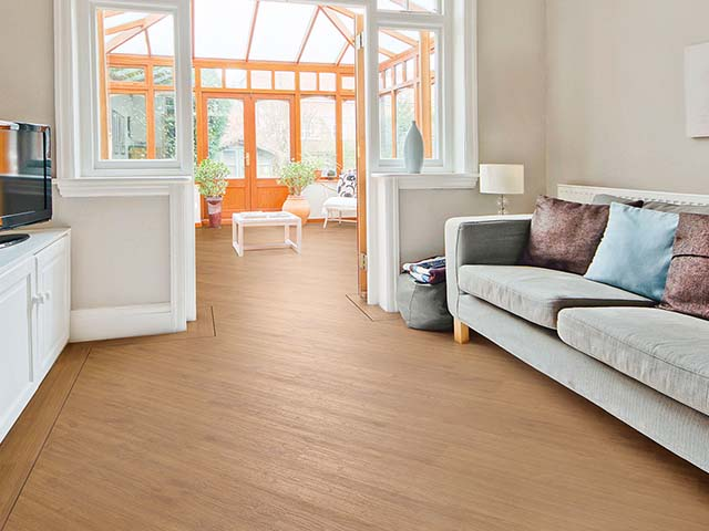 j2 Flooring – Natural Oak