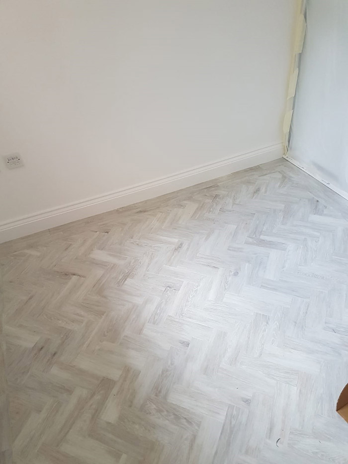 portfolio smooth floors pale-wood-amtico-installation-fitzrovia (4)