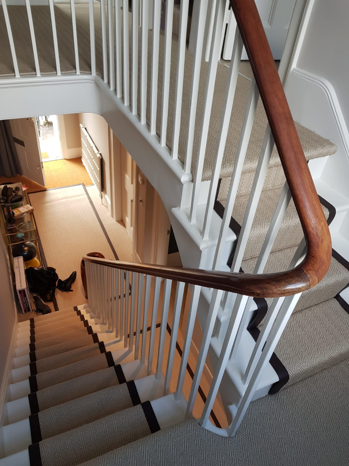 portfolio-sisal-herringbone-black-border-stair-carpet-installation-chiswick (2)