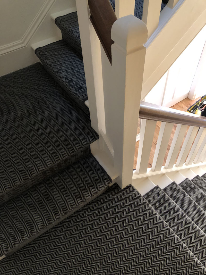 portfolio-dark-grey-stair-carpet-whipping-edges-holloway (10)