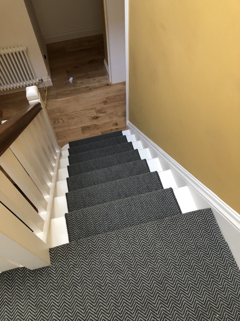 portfolio-dark-grey-stair-carpet-whipping-edges-holloway (5)