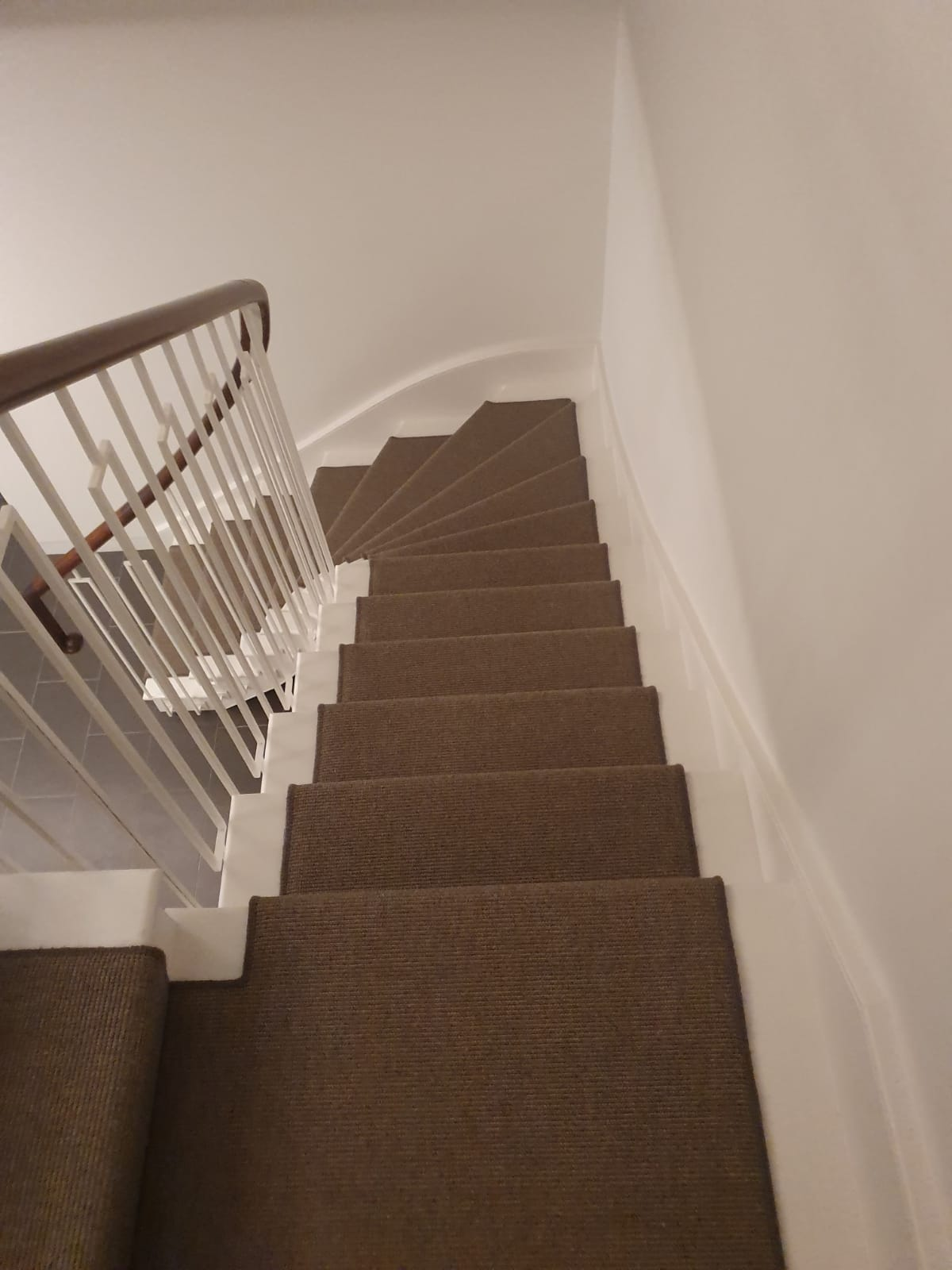 portfolio-black-white-striped-carpet-installation-fulham (7)