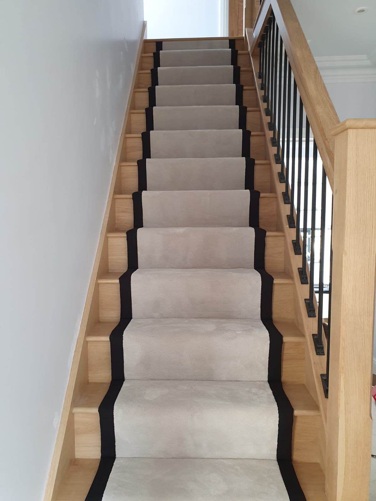 portfolio-white-carpet-stair-runner-black-binding-balham (1)